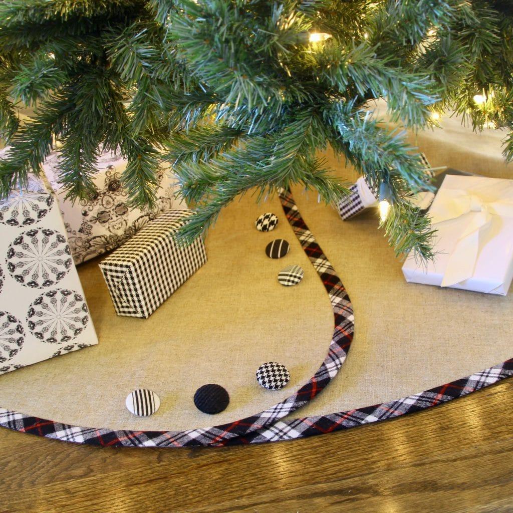 Linen Christmas Tree Skirt: South House Designs
